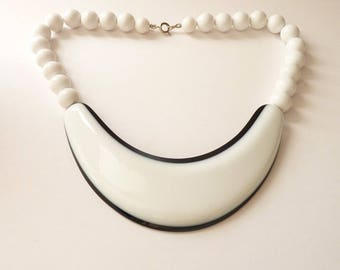 NEW  Vintage White and Black Pendant Necklace 16 Inch Choker  White Beads