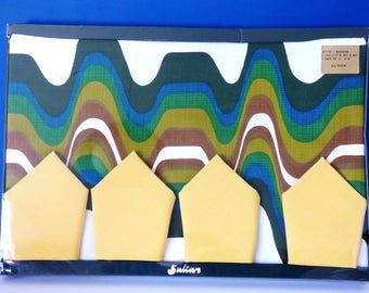 Table cloth and Napkin Set Sultans 1970's Psychedelic Groovy Vintage New