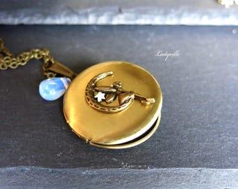 Vintage Medallion - Moon