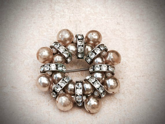 Pearl and Rhinestone brooch, perfect bridal accessory offered by https://www.etsy.com/shop/JNPVintageJewelry