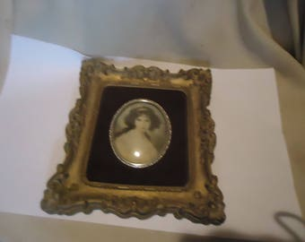 Vintage Cameo Creations Hubak Lady, collectable