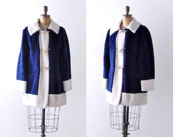 1970's blue & white coat. large. 70 faux fur coat. White trim. collar. l.