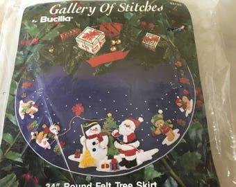 """Bucilla Christmas Tree Skirt Kit Unopened Vintage 34"""""""