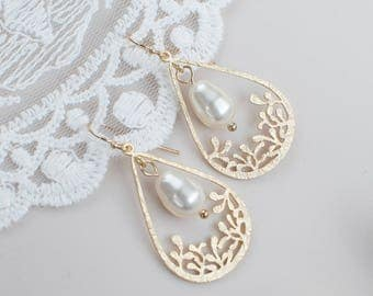 Gold Plated Earrings, Gold Plated  Drop Pendant and Teardrop Swarovski Pearls
