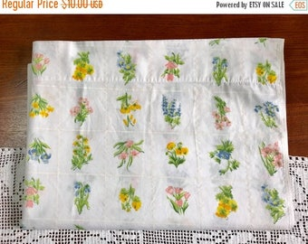 SALE Vintage twin flat supercale sheet remix bed sheets bedding retro linens floral fabric crafts fabric