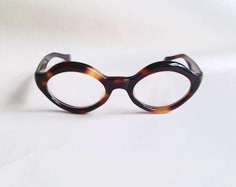 1960s Tortoiseshell almond shaped cateye spectacles / 60s Weitzman cat eye chunky round eyeglasses