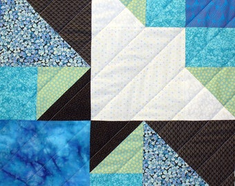 Swallow-Tailed Kite Patchwork Quilt Block Pattern