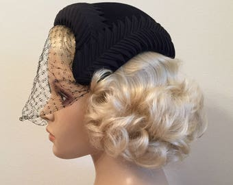 1950s Navy Blue Asymmetrical Hat With Veil