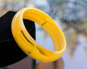 Lemon Swirl Lucite Bangle