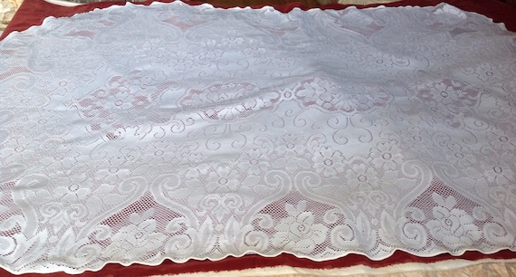 OVAL Lace Tablecloth VINTAGE Lovely Floral And Scroll Design