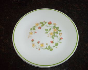 """4 Corelle Strawberry Sundae Salad / Luncheon plates 8 1/2"""" Plates, Made in the USA"""