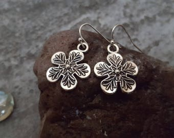Silver Flower Earrings, Highly Detailed Flower Earrings, Antique Silver, Five Petal Flower Earrings, Unique Gift Idea, Gift for her, Nature