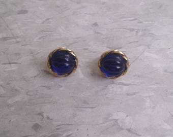 vintage clip earrings goldtone bright blue ripple glass