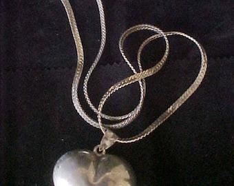 """Valentine Heart Pendant Necklace 24"""" vintage 70s 29.3 Grams"""