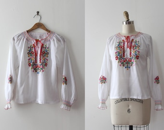 vintage 1960s blouse // 60s Hungarian embroidered peasant blouse