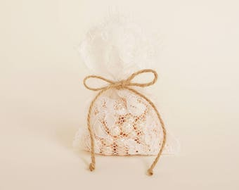 Lace wedding favor bag (45 bags) / vintage style wedding favor rustic wedding favor/barn weddings/beach weddings/baby shower