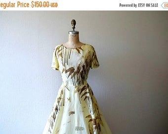 25% SALE 1950s novelty print dress . vintage 50s Hawaiian dress