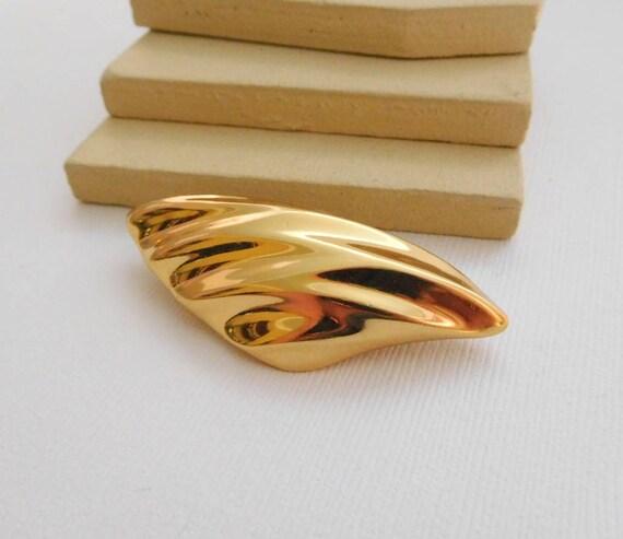 Vintage Signed Monet Polished Gold Abstract Modernist Wave Brooch Pin UU18