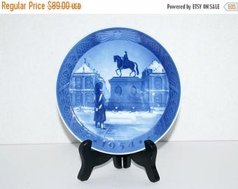 weekend sale Royal Copenhagen  1954 plate  Amalienborg Slot