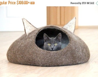 Pets bed / Cat bed - cat cave - cat house - eco-friendly handmade felted wool cat bed - natural brown and natural light - gift for pets