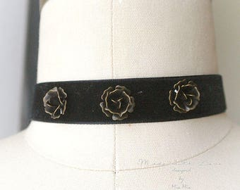 Choker Necklace, 3 bronze rose flower , Black Velvet ,luxury style Jewelry Handmade , Gothic goth Gypsy Great Gatsby