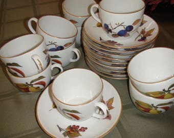 Royal Worcester England Evesham 1961 Tea Cup and Saucers Set of 10