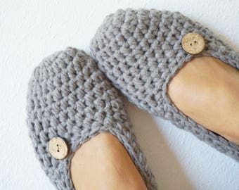 Crochet Chunky Women Slippers - Adult Crochet Slippers in Grey with Button, Home Shoes, Crochet Women Slippers