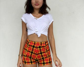 Adorable 60s inspired recon plaid shorts