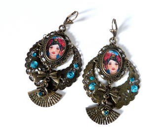 Bohemian earrings bronze and blue with a fan and portait.