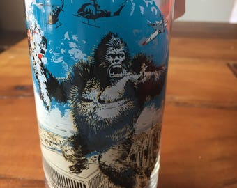 Vintage Kong Kong and the New York Trade Towers. 1976 limited edition Coca-cola drinking glass!