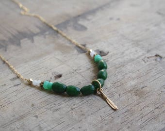 Beaded feather necklace, Gold feather necklace, Green gemstone necklace, Delicate beaded necklace, Jade necklace, Delicate boho necklace