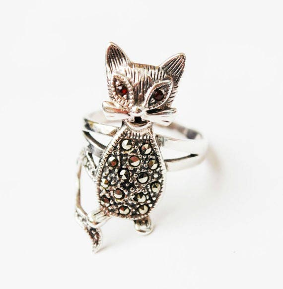 Sterling Cat Ring - Marcasite red Garnet eyes - Size 7 ring- signed 925 TH MT
