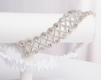 White bridal garter, White Wedding Garter, White Prom garter, Elegant Wedding, Crystals, Chic bridal garter, Satin garter, Crystals garter
