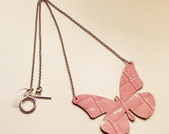 Necklace powder pink leather Croco Butterfly mounted on stainless steel silver chain