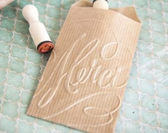 """Sachets kraft brun, pochettes cadeaux embossées coeurs lot de 10 (7cm x 11,3cm) 60g """"Merci"""""""