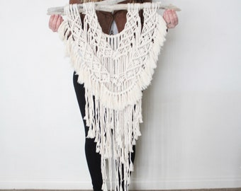 Macrame Wall Hanging/Weaving/Tapestry/Wall Hanging/Macrame Decor/Wall Art/Wall Decor/Driftwood