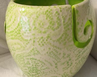 Yarn bowl with lace