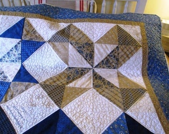 Queen size Lexington patchwork quilt, Queen bedcover  indigo blue and cream quilted