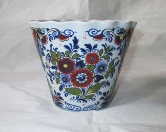 """Oud Delft, Nijmegen, Holland Delft Handpainted Polychrome Pot 4.25"""" Planter (c. 1980s)"""