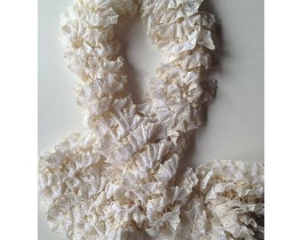NEW model: Scarf Azahar little ruffles and white
