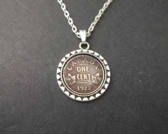 Canada Copper Colored Coin Necklace in Pendant Tray- Canada  1922 Coin Pendant with Chain