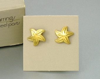 1984 Vintage AVON 'Starfish' Goldtone Pierced Earrings w original box. Small Starfish Earrings. Vintage Beach Earrings. Vintage Avon Jewelry