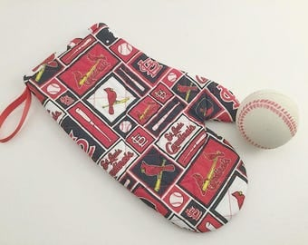 St Louis Oven Mitt, Cardinals Oven Mitt, St Louis Cardinals, Kitchen Gift, Hostess Gift, St Louis Fans, Cardinals Fans, Tailgating