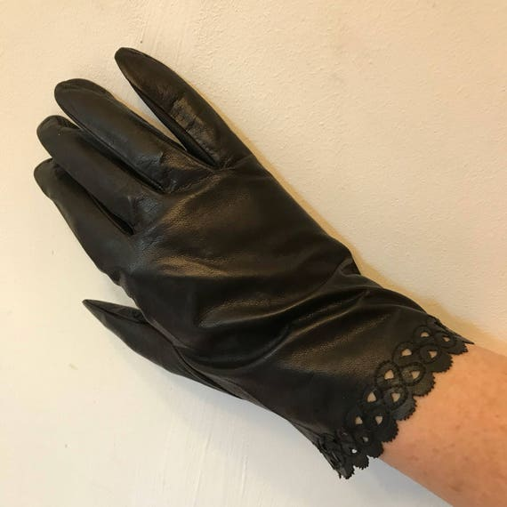 Vintage gloves black leather lacy scallop detail leather long size 7 8 1940s fine soft accesory pin up unworn shorties large extra large