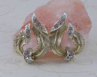 Vintage Mid Century Lisner Rhinestone and Gold Finish Leaf Clip Earrings  3705