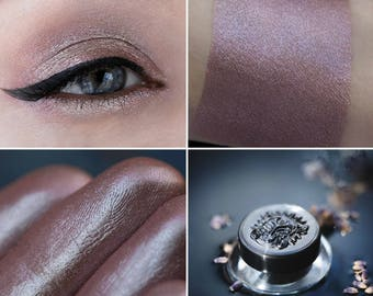 Eyeshadow: Dreamer - MoonElf. Delicate reddish-brown satin eyeshadow by SIGIL inspired.