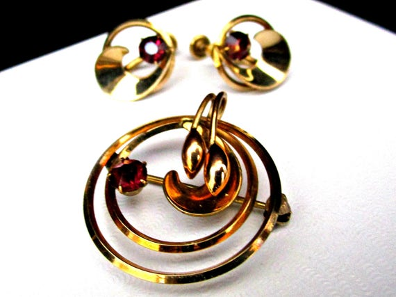 Vintage Brooch and Matching Earrings, Red Stone, Gold Tone, 3pc Set, 1940s