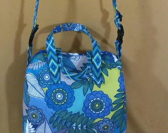 Blue floral small handled/strapped handbag