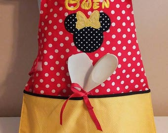 Toddler Apron/Minnie Mouse/ 2 Pockets/ Red Dot/Easy on elastic/ Minnie Mouse Applique