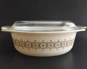 Vintage 1964 Promotional Pyrex Olive Medallion 043 Oval Casserole Dish with Lid
